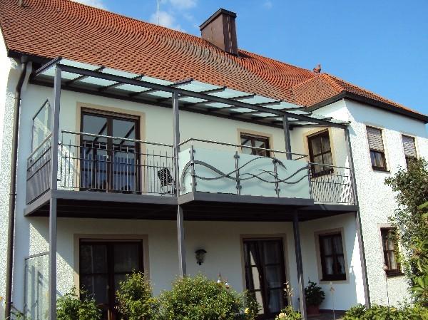 anspruchsvolle und individuelle balkone balkongel nder. Black Bedroom Furniture Sets. Home Design Ideas